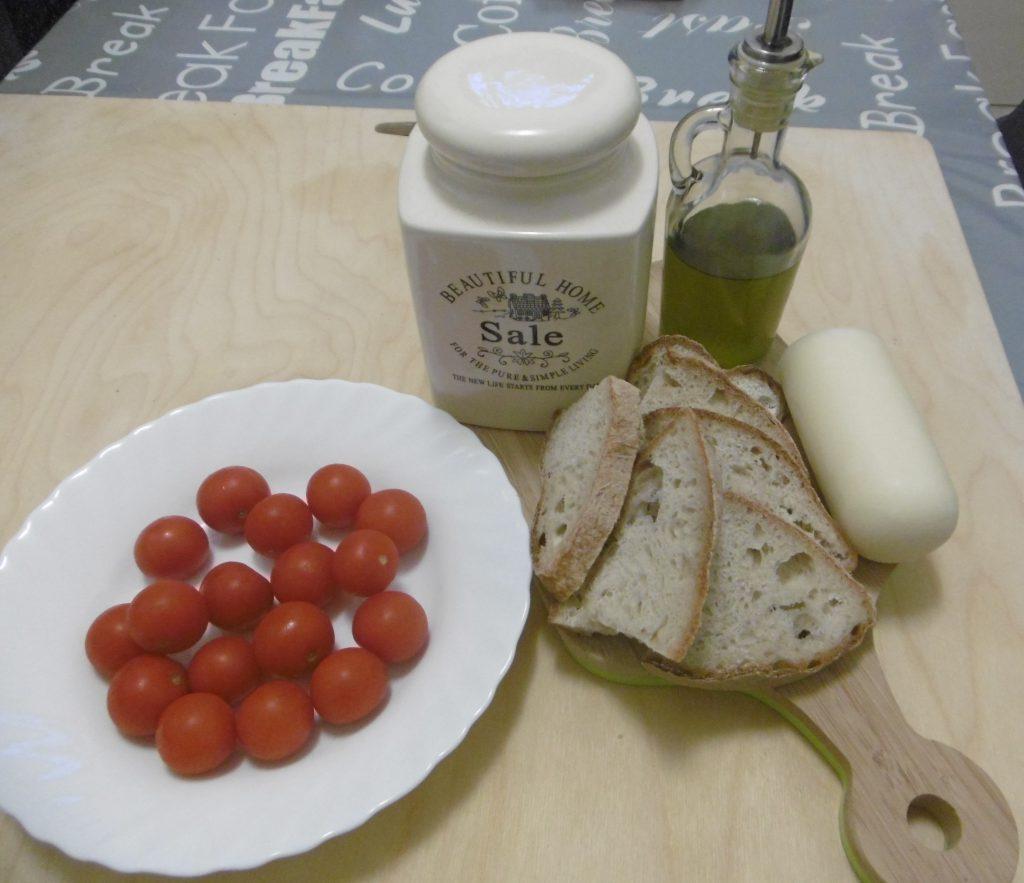 Crostini con pomodoro e formaggio - Ingredienti