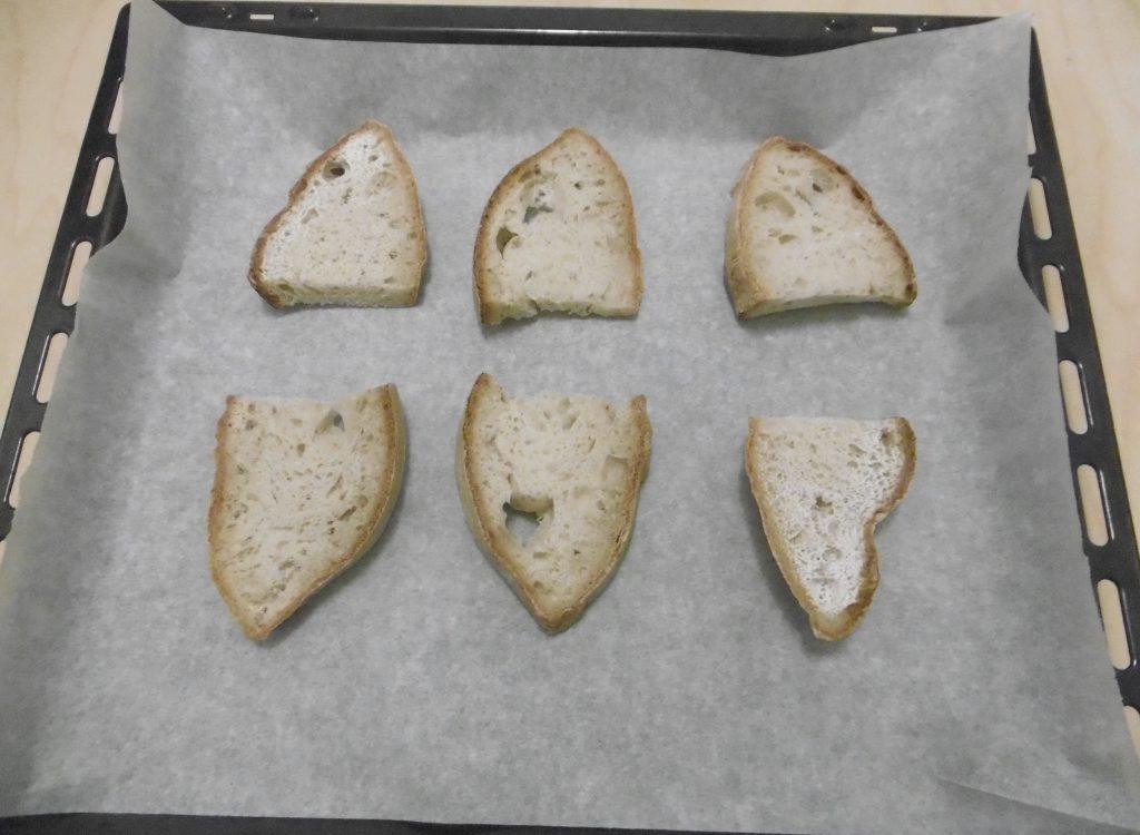 Crostini con pomodoro e formaggio - Pane sulla teglia
