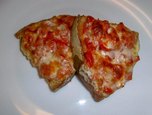 Crostini con pomodoro e formaggio - Piatto pronto
