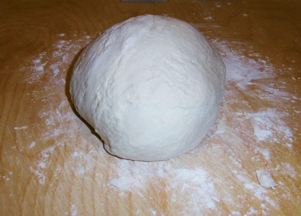 Impasto della pizza con la macchina del pane - Piatto pronto