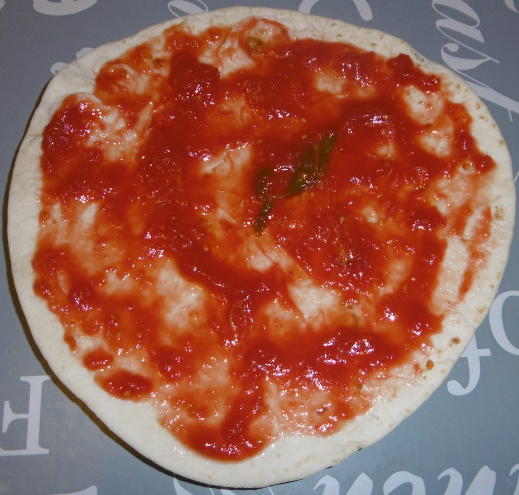 Pizza Piadina - Sugo sulla piadina