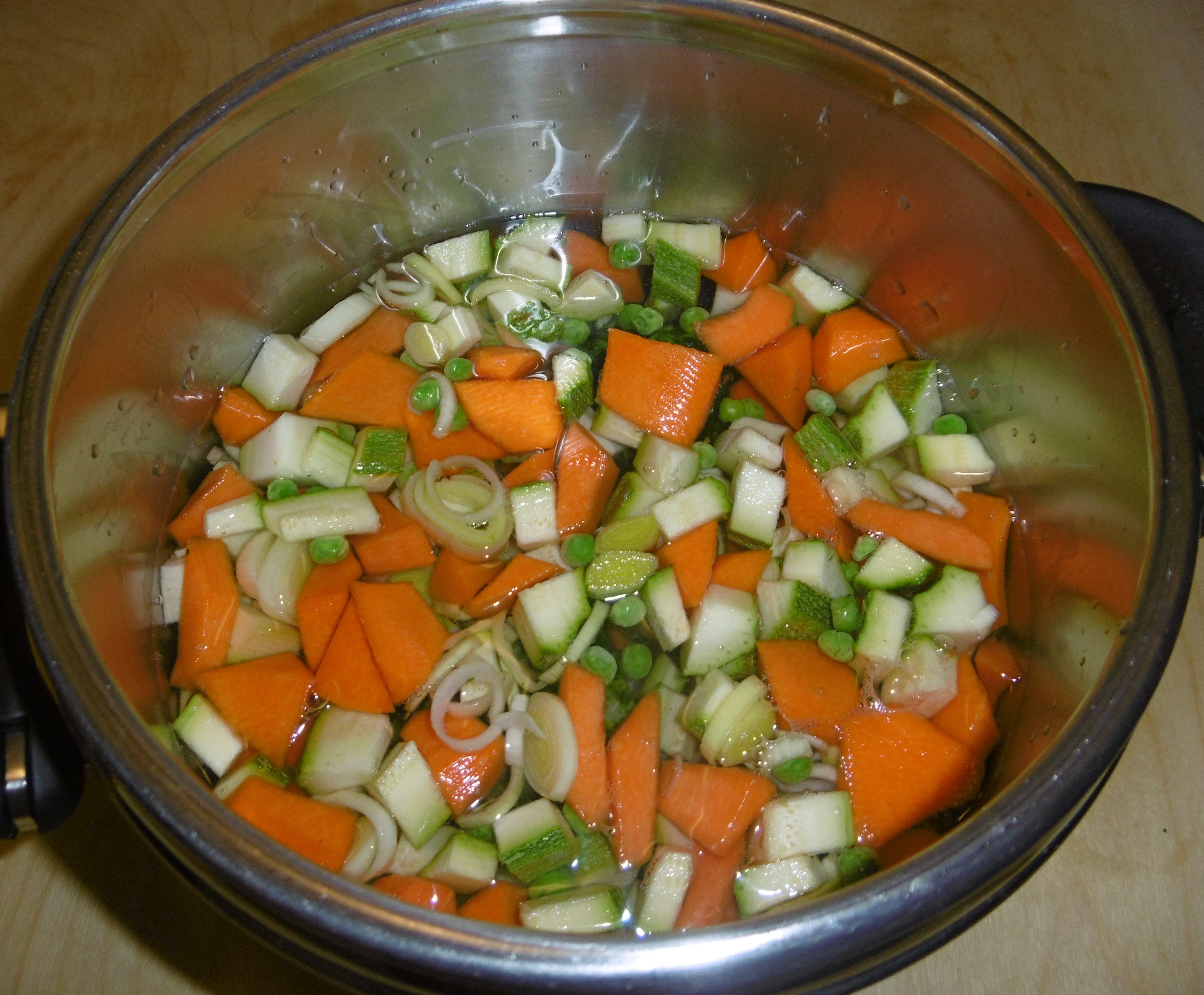 Brodo di verdure in pentola a pressione - Aggiunta acqua