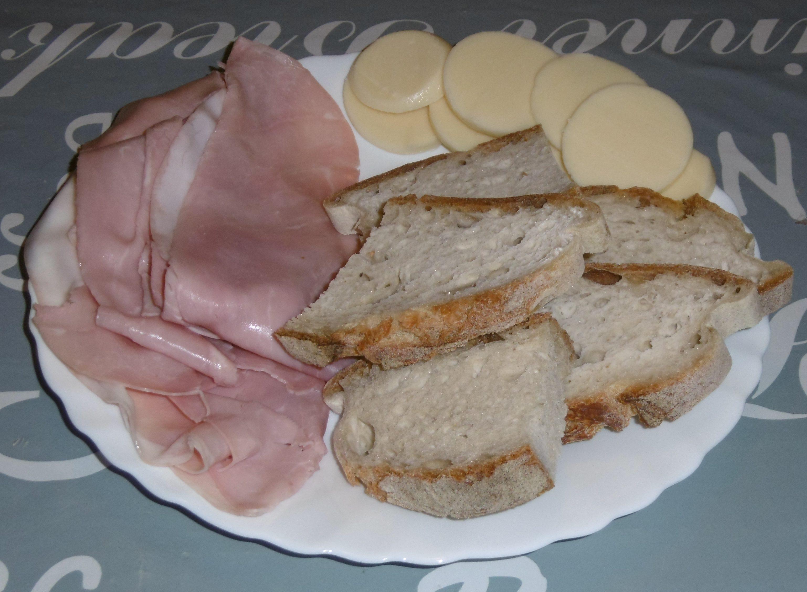 Crostini con prosciutto cotto e formaggio filante - Ingredienti