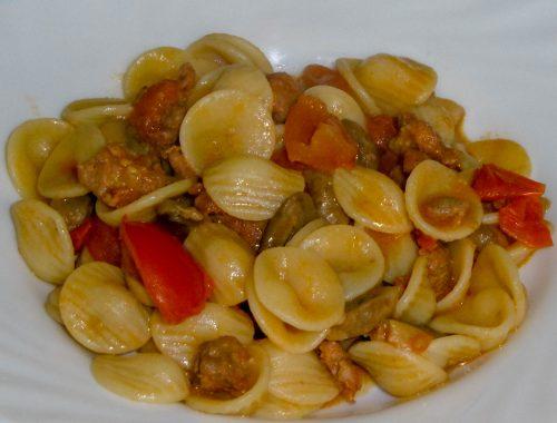 Orecchiette con pomodorini, salsiccia e funghi - Piatto pronto