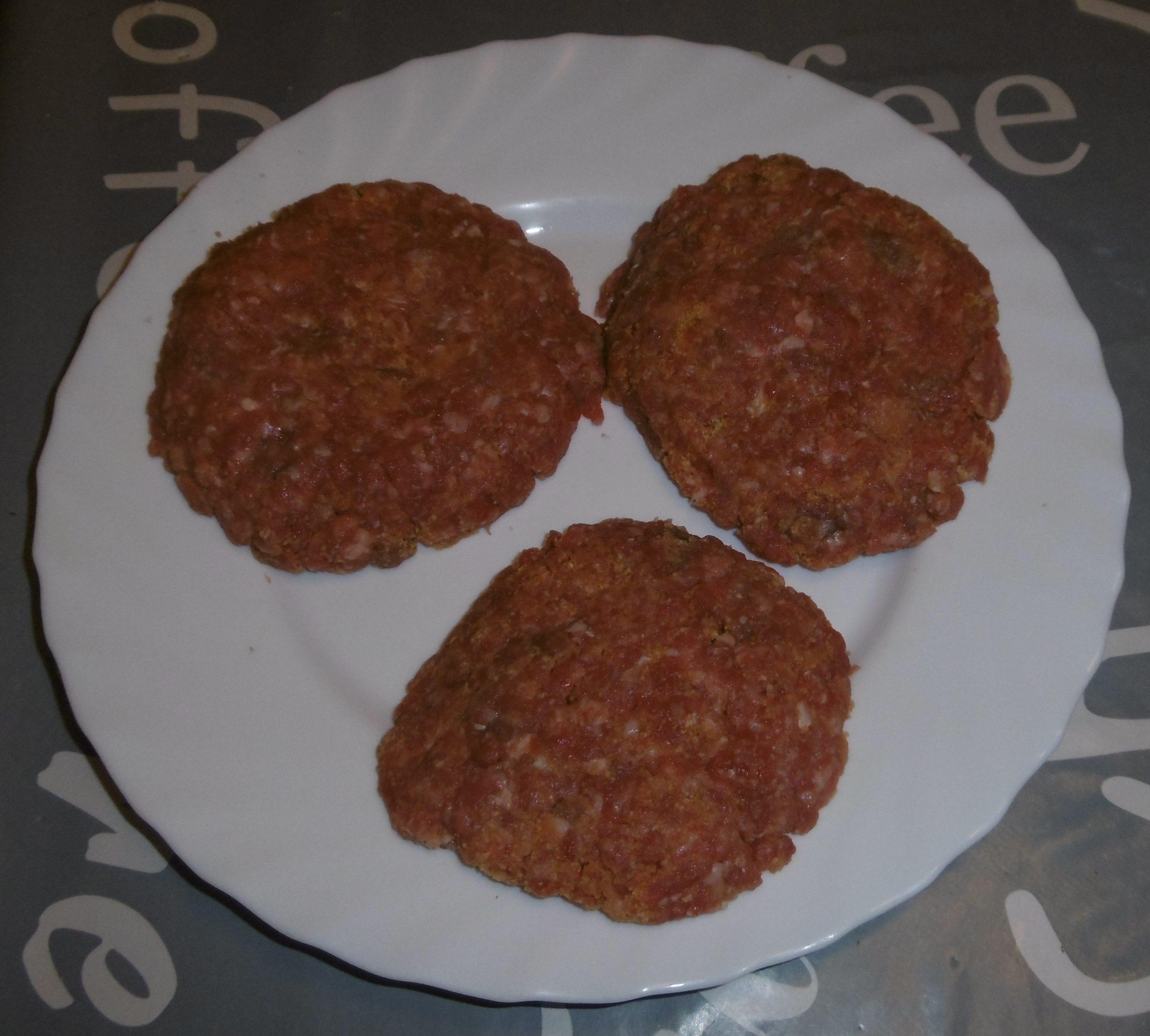 Panino hamburger, patatine e insalata - Hamburger fatti