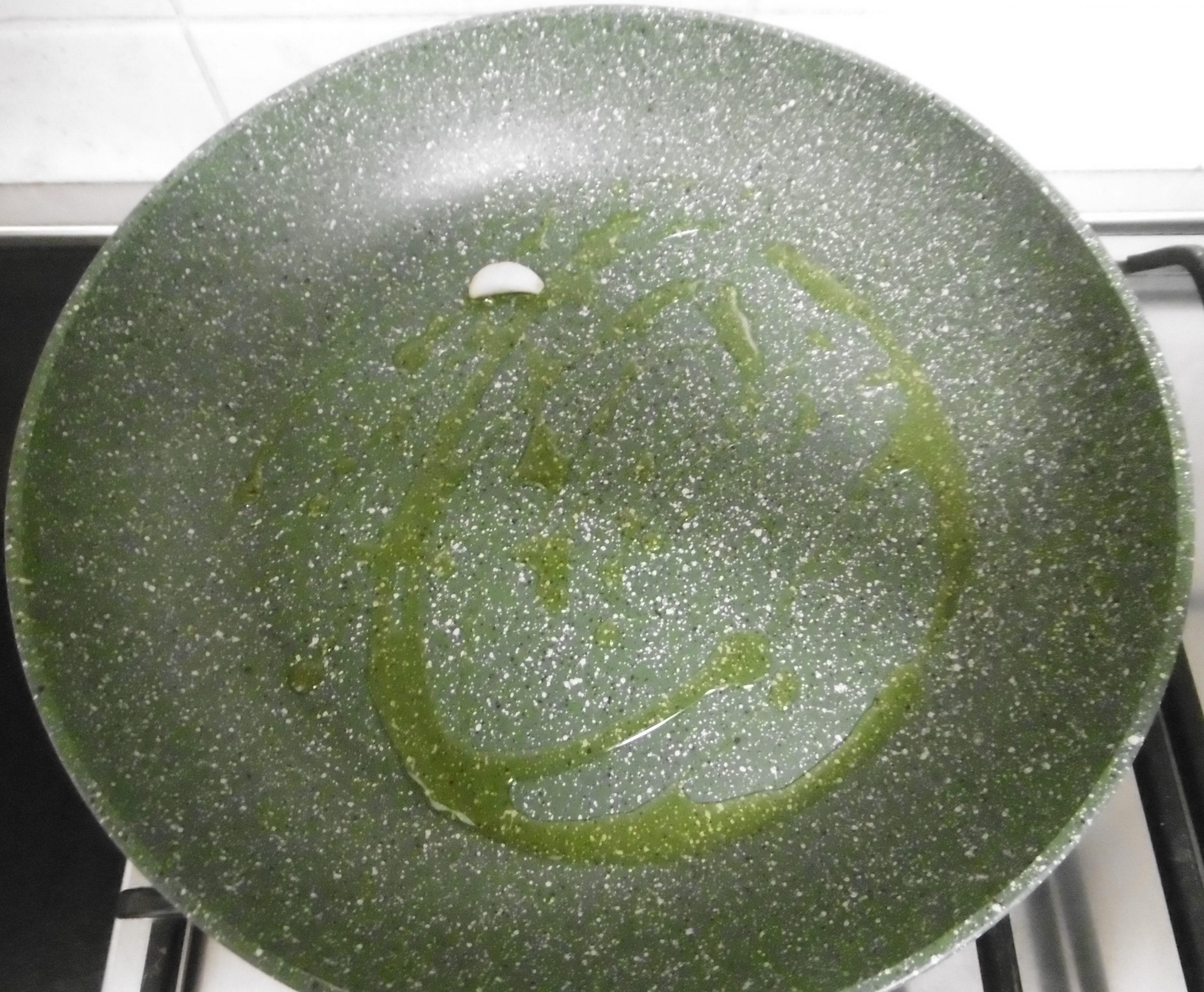 Pizza ripiena con bietola e olive - Olio e aglio