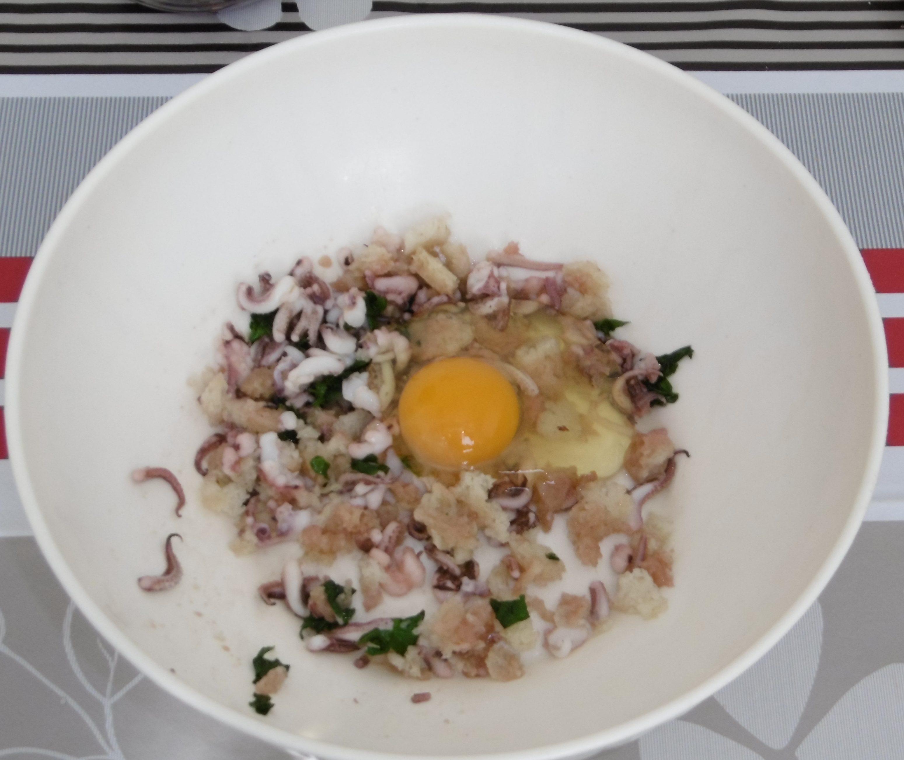 Calamari ripieni con pomodorini e olive - Aggiunta uovo e parmigiano