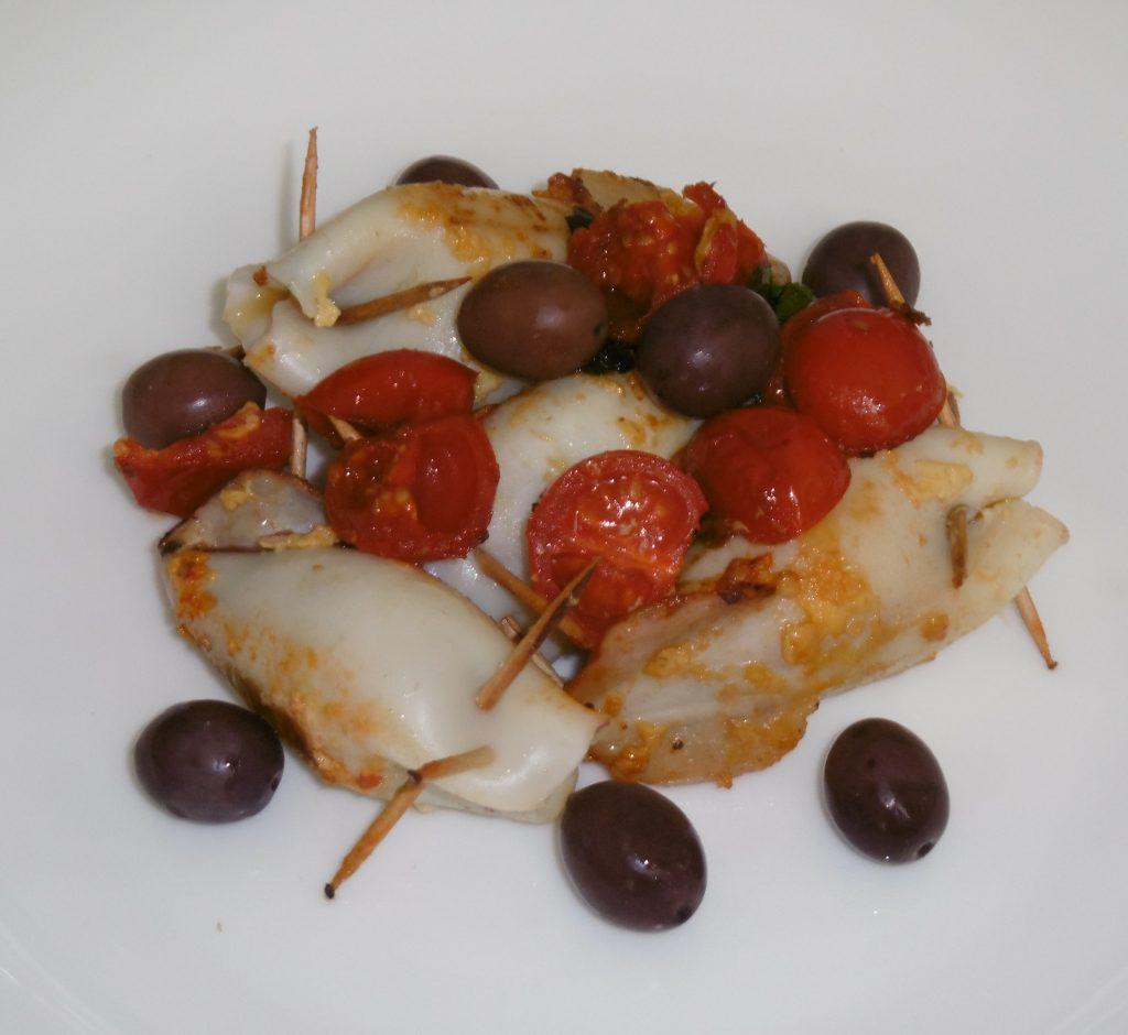 Calamari ripieni con pomodorini e olive - Piatto pronto