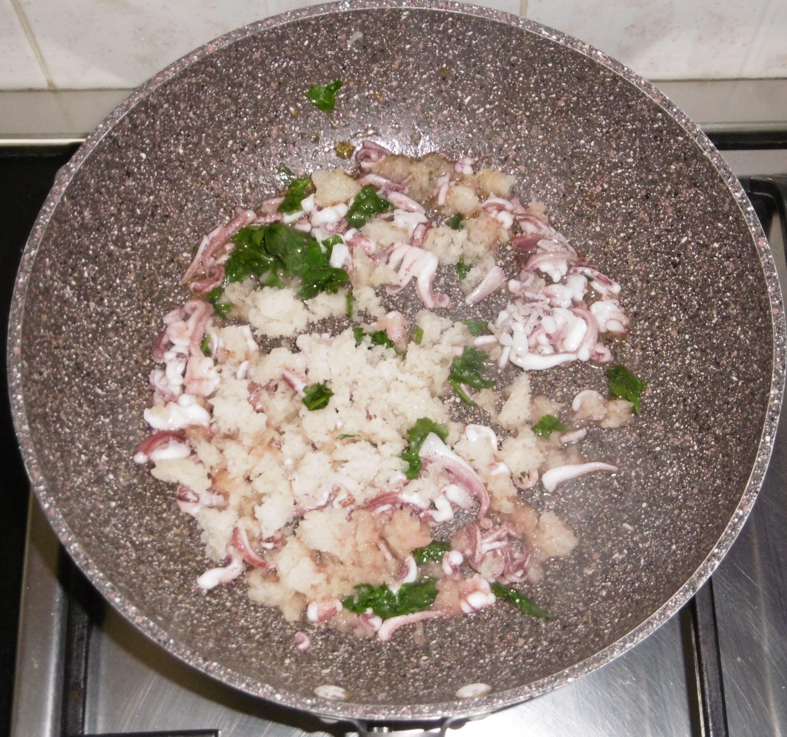 Calamari ripieni con pomodorini e olive - Tutto in padella