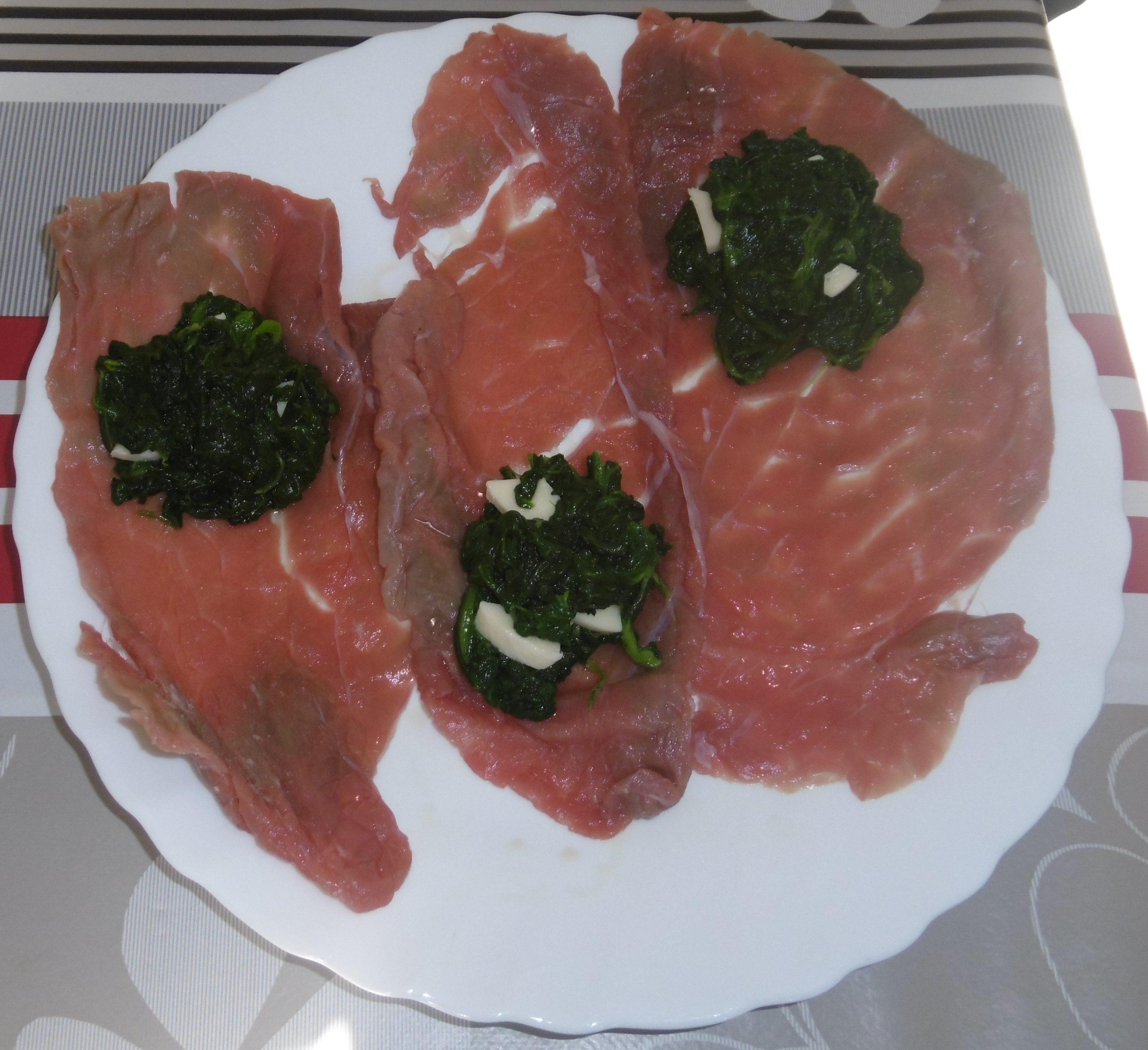 Involtini di carne al sugo - Fettine ripiene