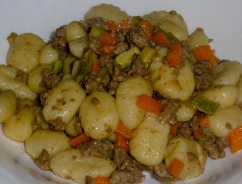 Gnocchi con ragù di carne e verdure - Piatto pronto