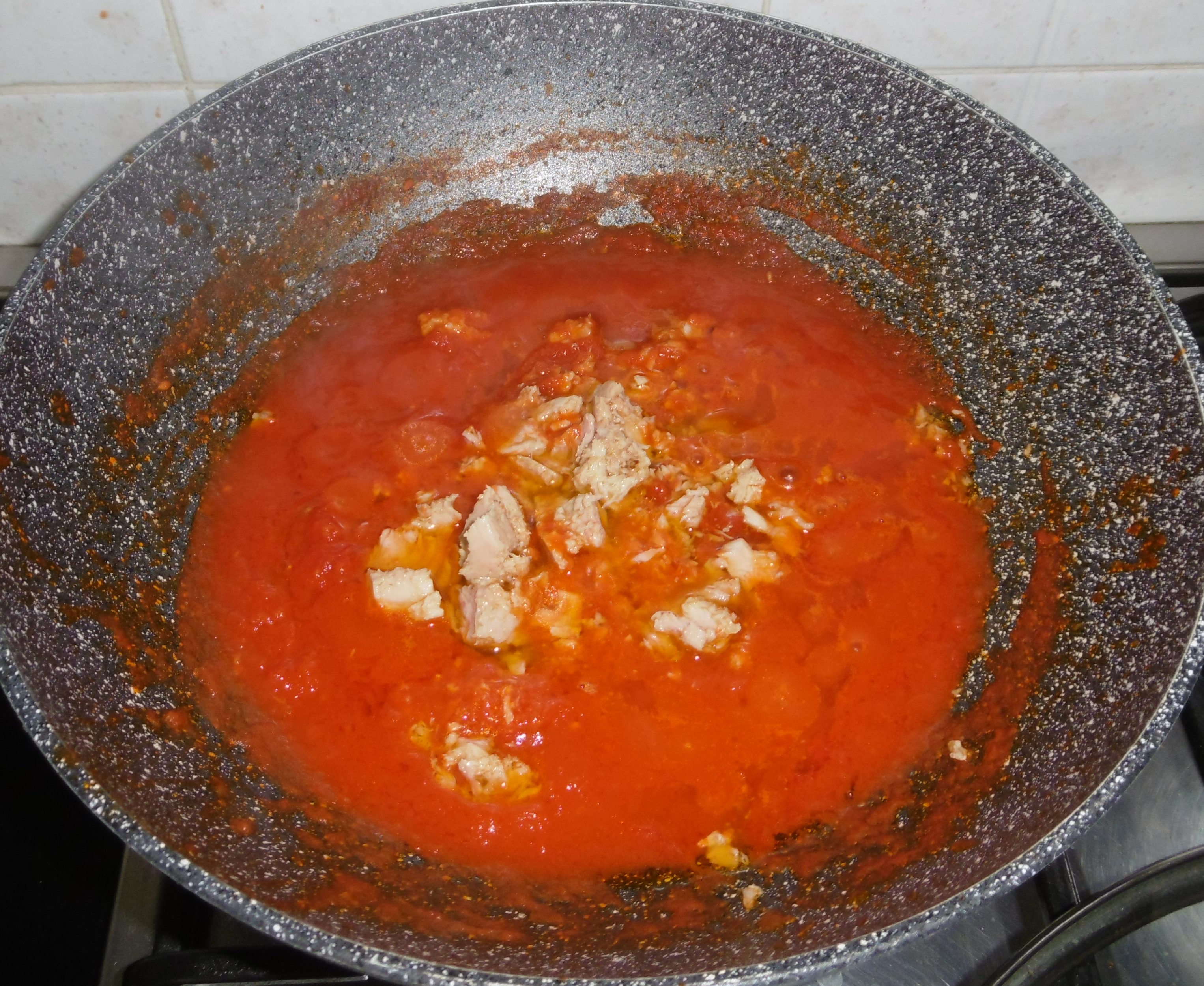 Pasta con tonno, pomodoro e olive - Aggiunta tonno