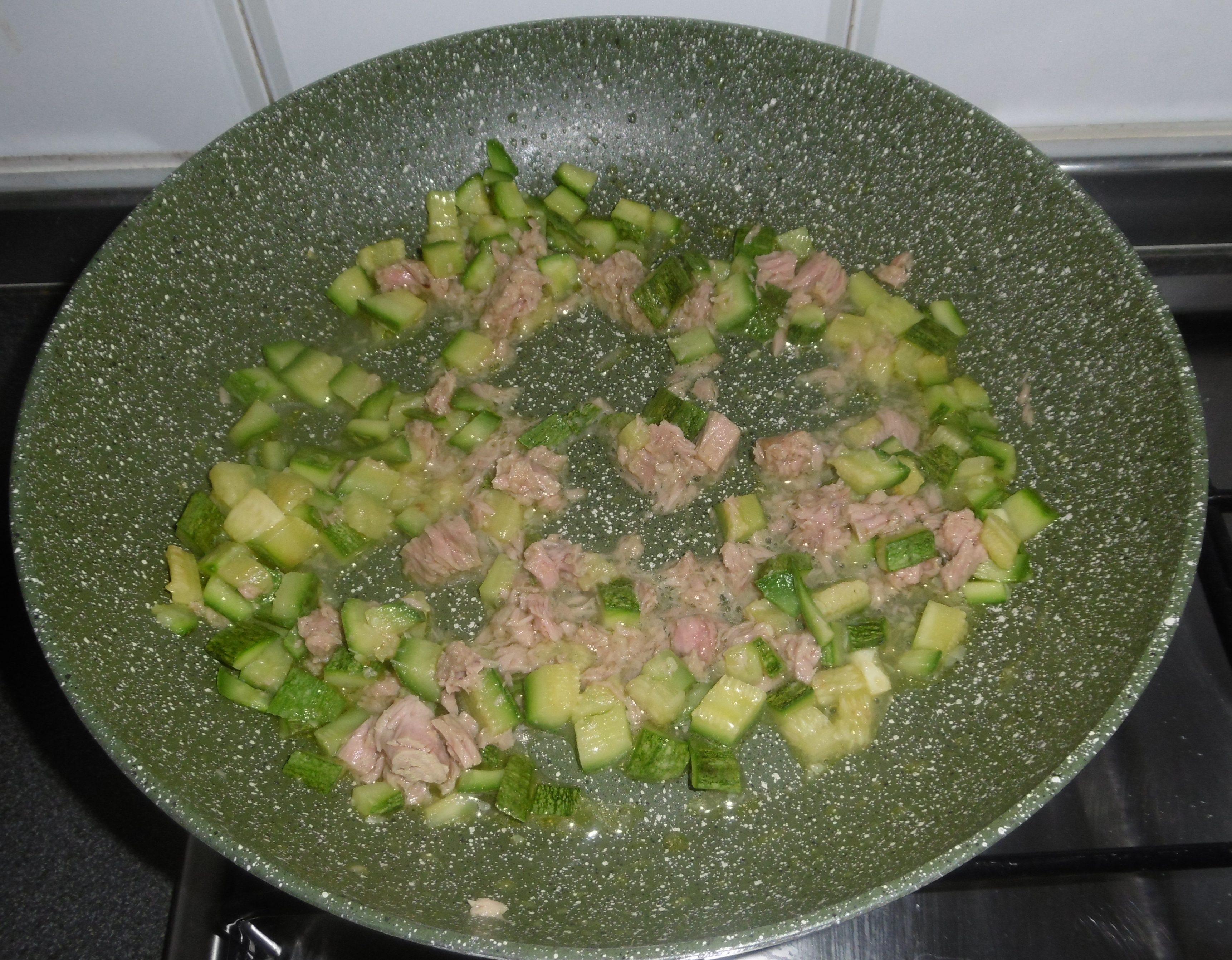 Pasta con tonno e zucchine - Aggiunta zucchine