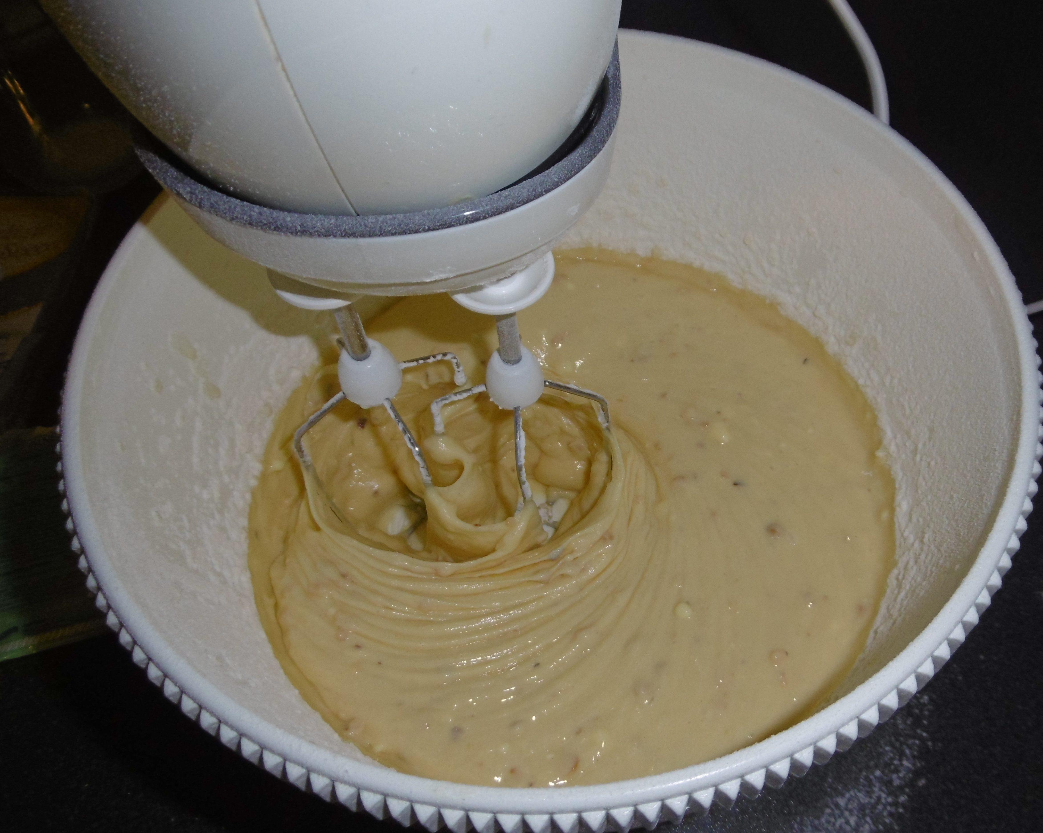 Torta di mele e nocciole - Aggiunta farina e nocciole