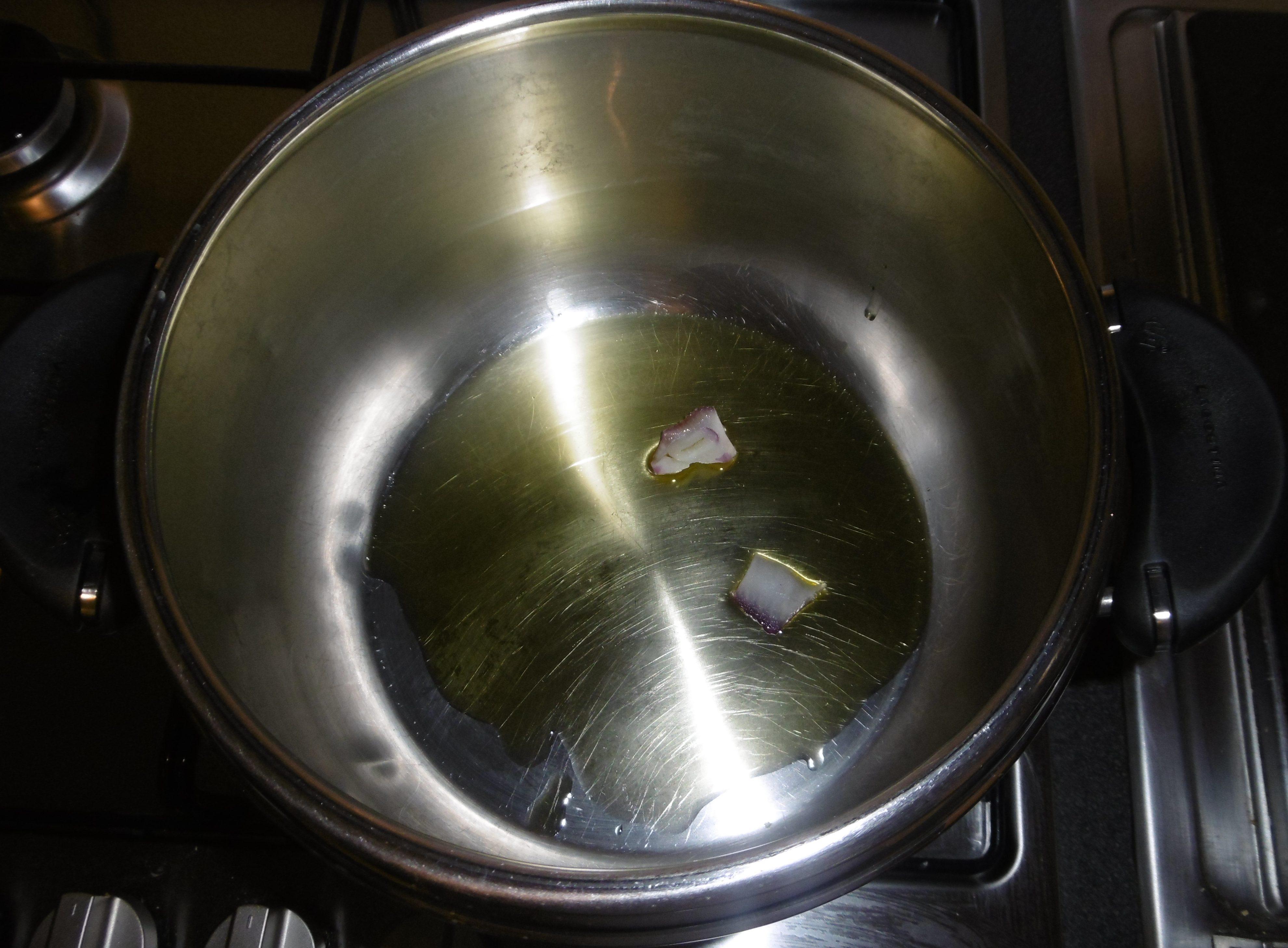Spezzatino di vitello con piselli - Olio e cipolla