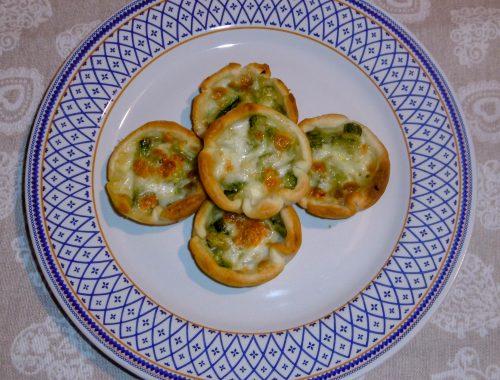 Cestini di pasta sfoglia con zucchine e mozzarella - Piatto pronto