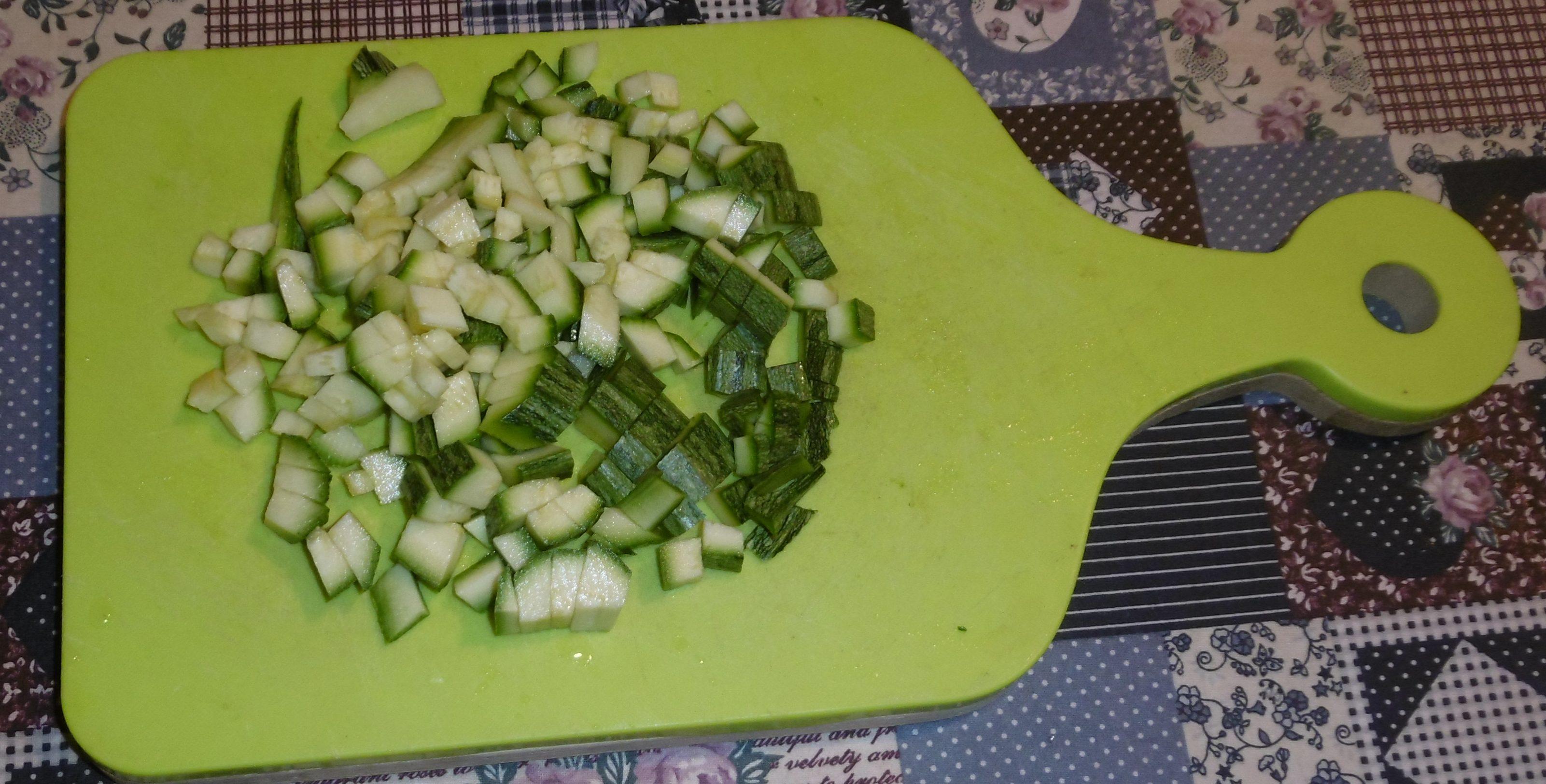Cestini di pasta sfoglia con zucchine e mozzarella - Zucchine tagliate