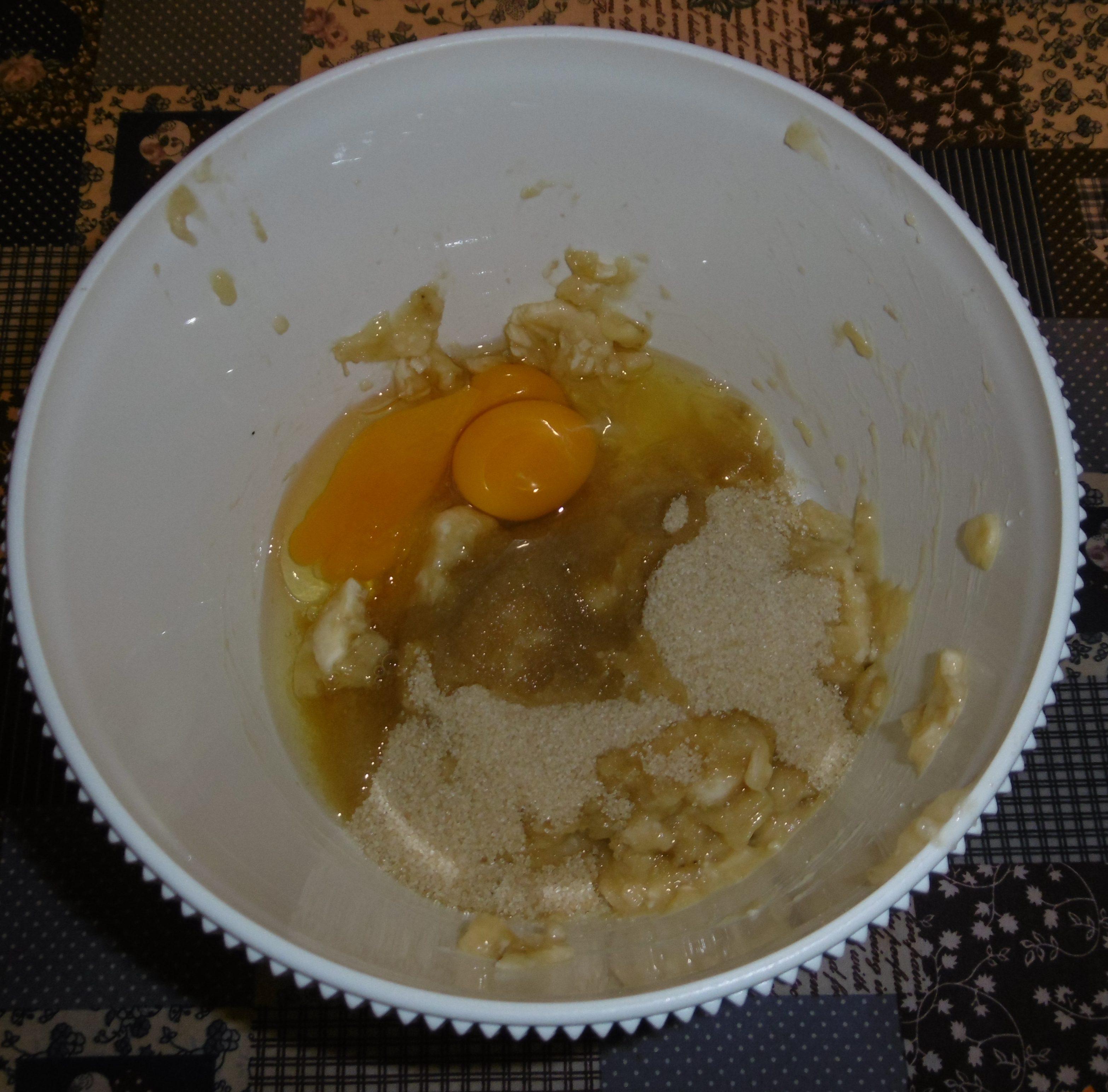 Muffin banane e cioccolato senza burro - Aggiunta uovo e zucchero