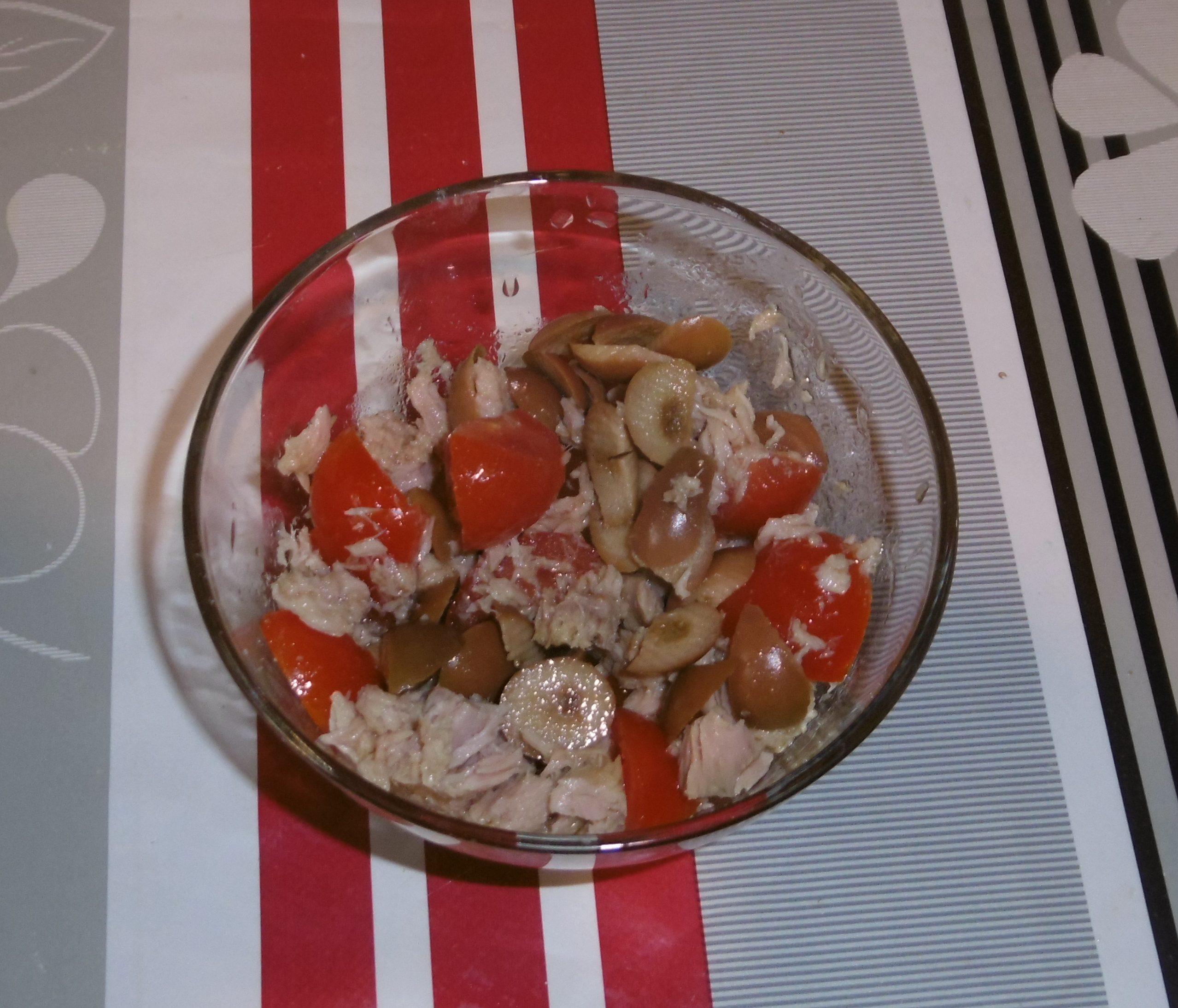 Pasta fredda pomodoro, mozzarella e olive - Condimento