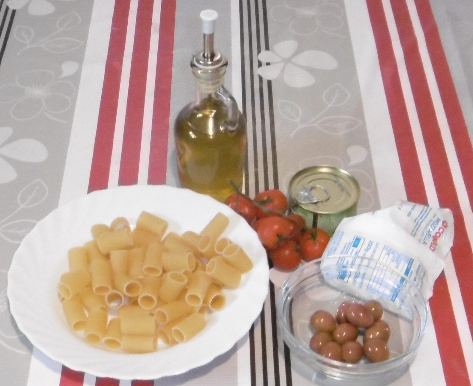 Pasta fredda pomodoro, mozzarella e olive - Ingredienti