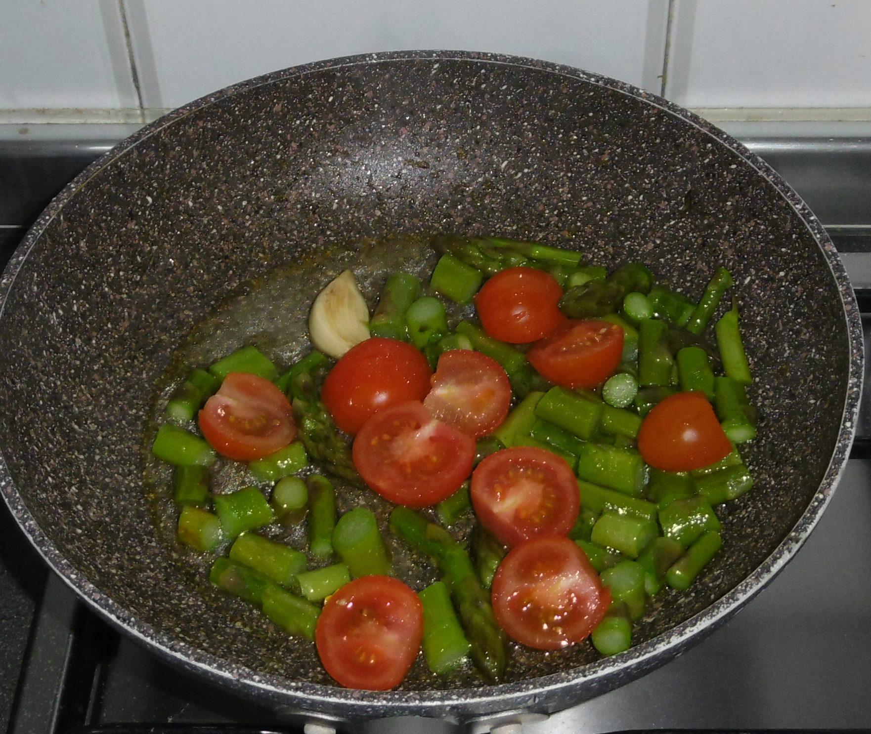 Pasta con crema di asparagi e pomodorini - Aggiunta pomodorini